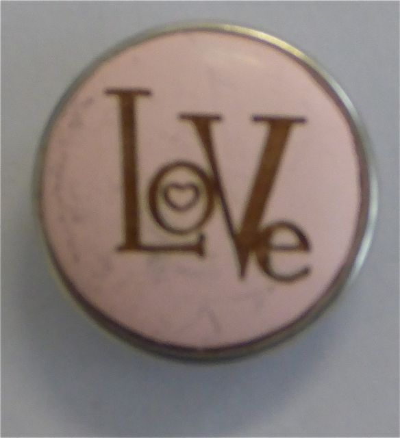 LOVE - Chunk Knopf